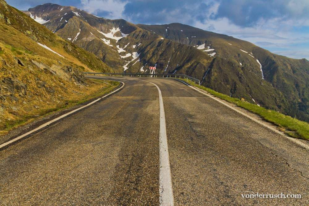 Carpathian Road     Transfăgără �an Romania
