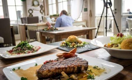 Jak wykonać profesjonalną sesję jedzenia przy użyciu prostego i mobilnego zestawu