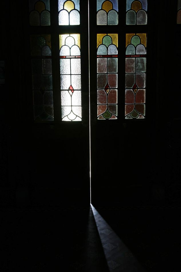 Anthony Ellis Photography: Eidirsgan - Through the Church Doors