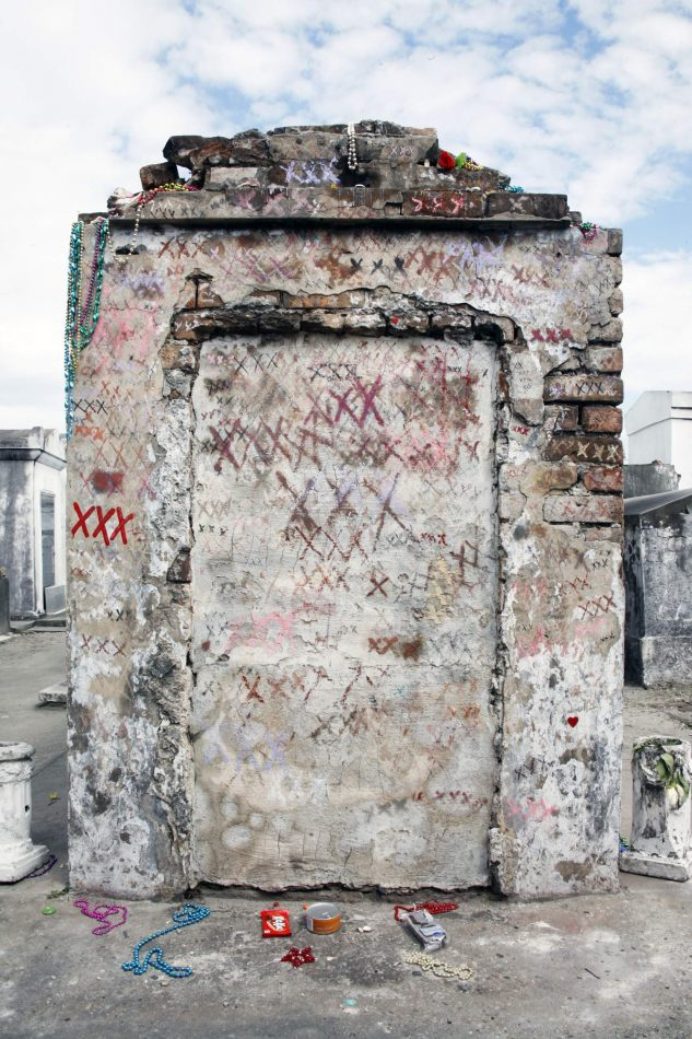 Anthony Ellis Photography: Come Unto Me - The Tomb of Marie Laveau