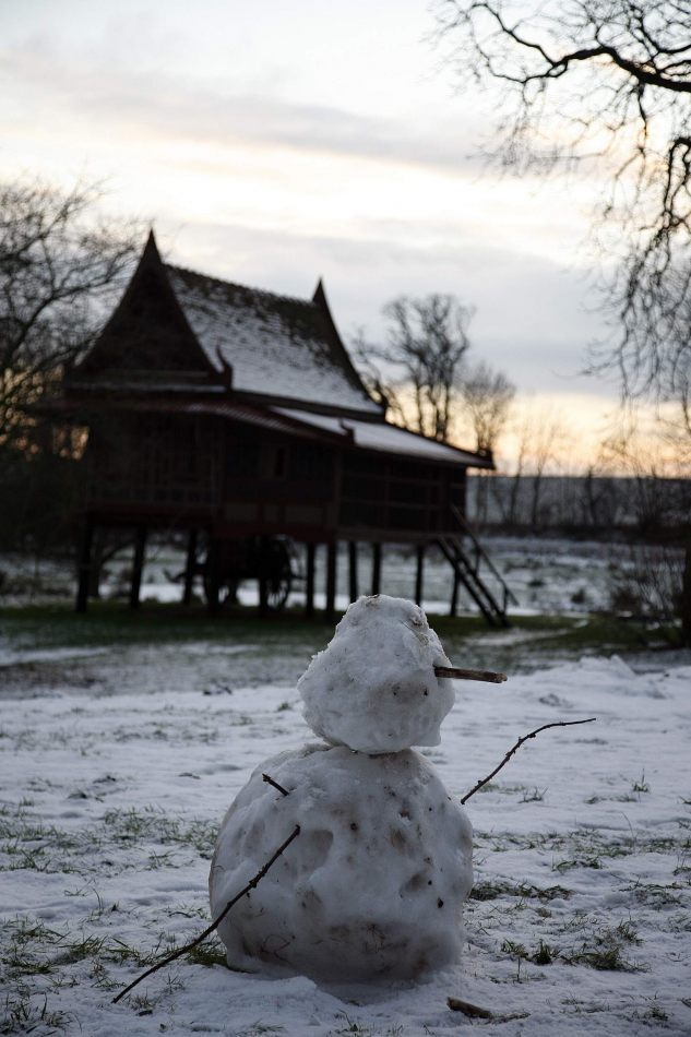 Anthony Ellis Photography: Silent Afternoons - Snowmen and Oriental Houses