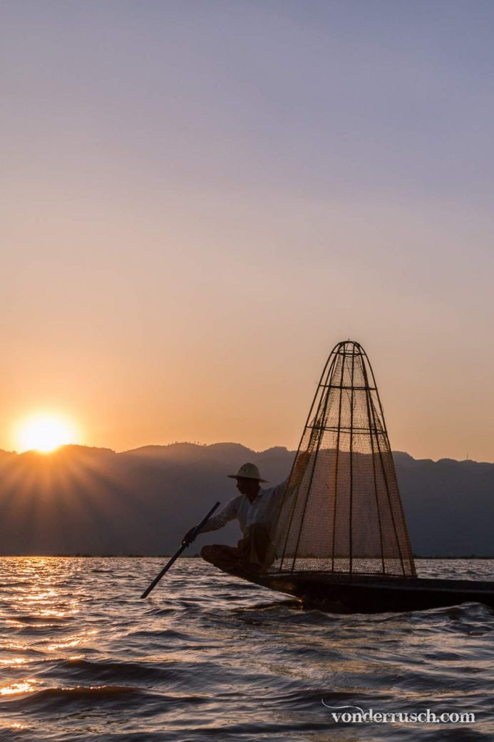 Last Catch of the Day     Inle Lake Myanmar