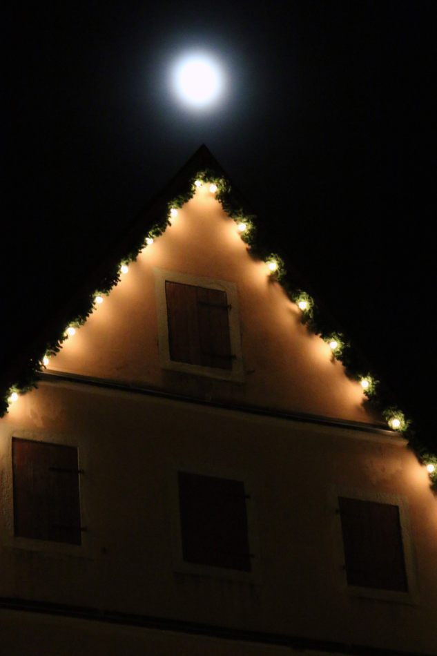 Anthony Ellis Photography: Das Ist - Moon on a Gable