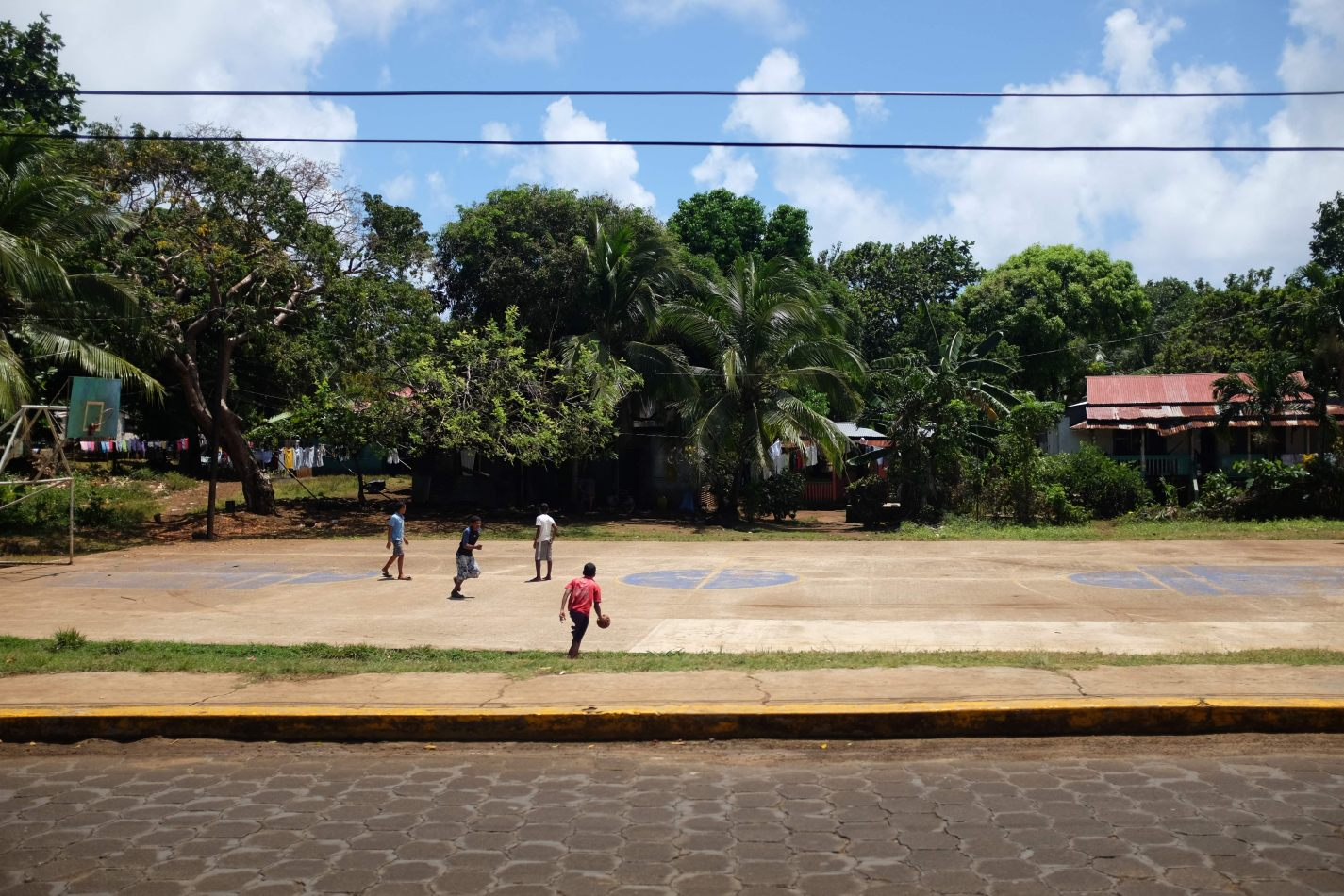 Hibiscus & Nomada : Corn Islands - Kids & Basketball