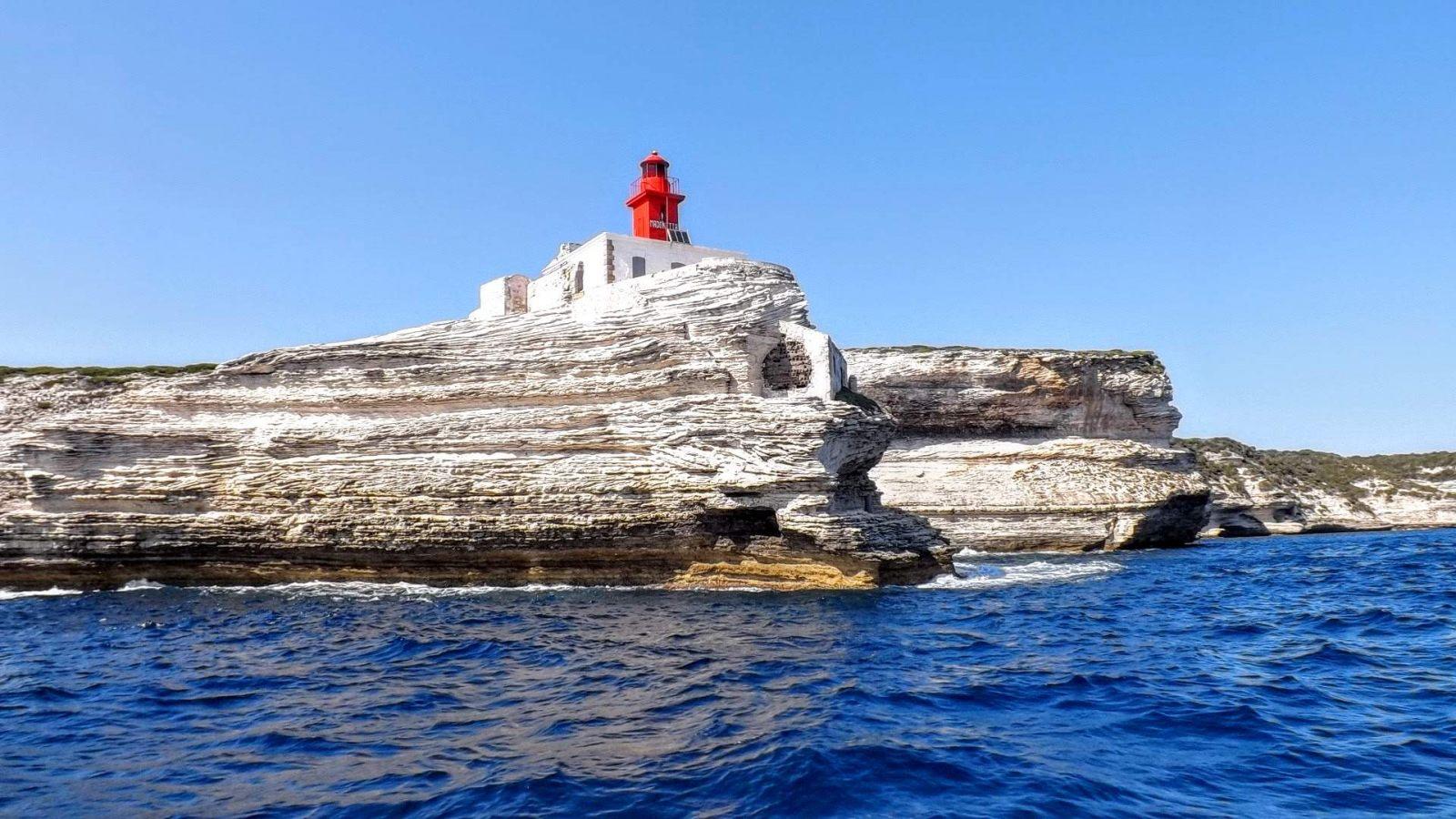 Hibiscus & Nomada : - - Madonetta Lighthouse