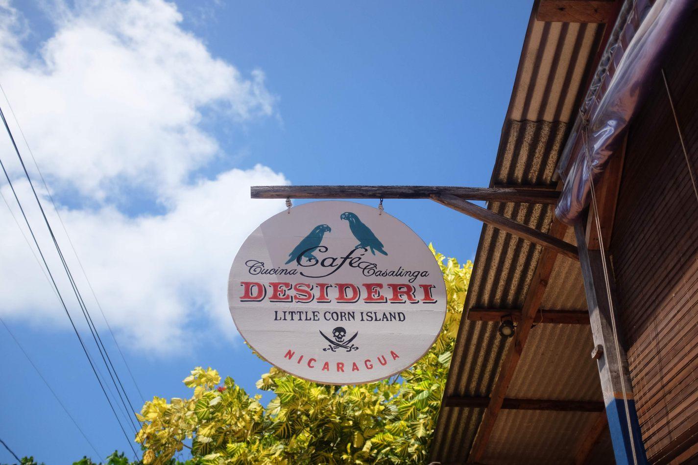 Hibiscus & Nomada : - - Cafe Desideri