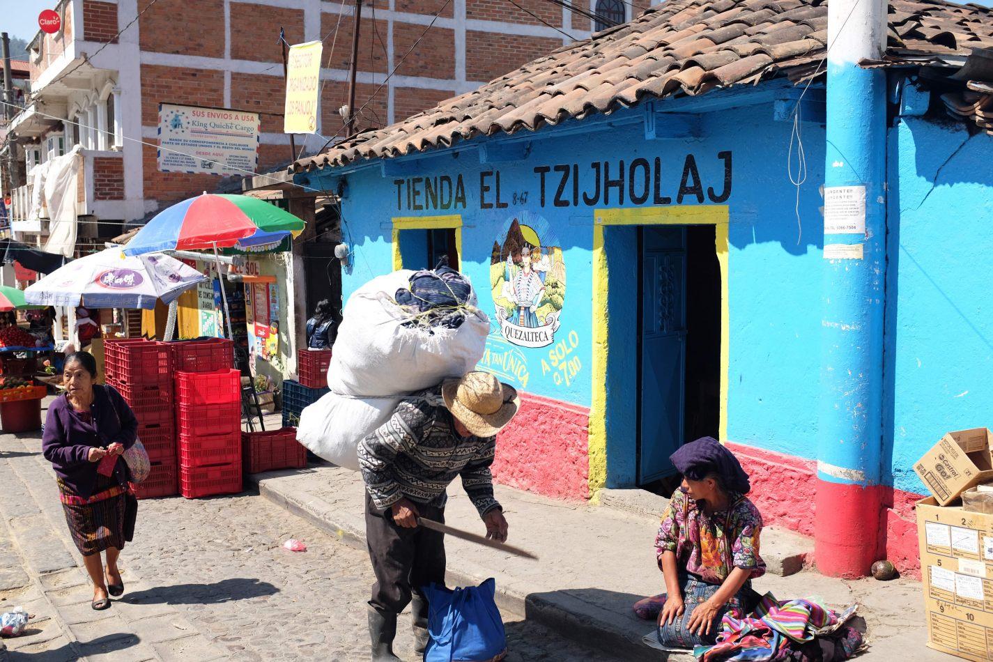 Hibiscus & Nomada : Lake Atitlan - Chichicastenango