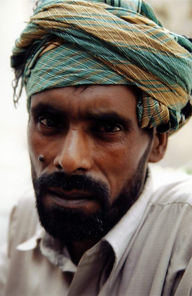 Anthony Ellis Photography: Zindabad - Man Outside the Golden Mosque