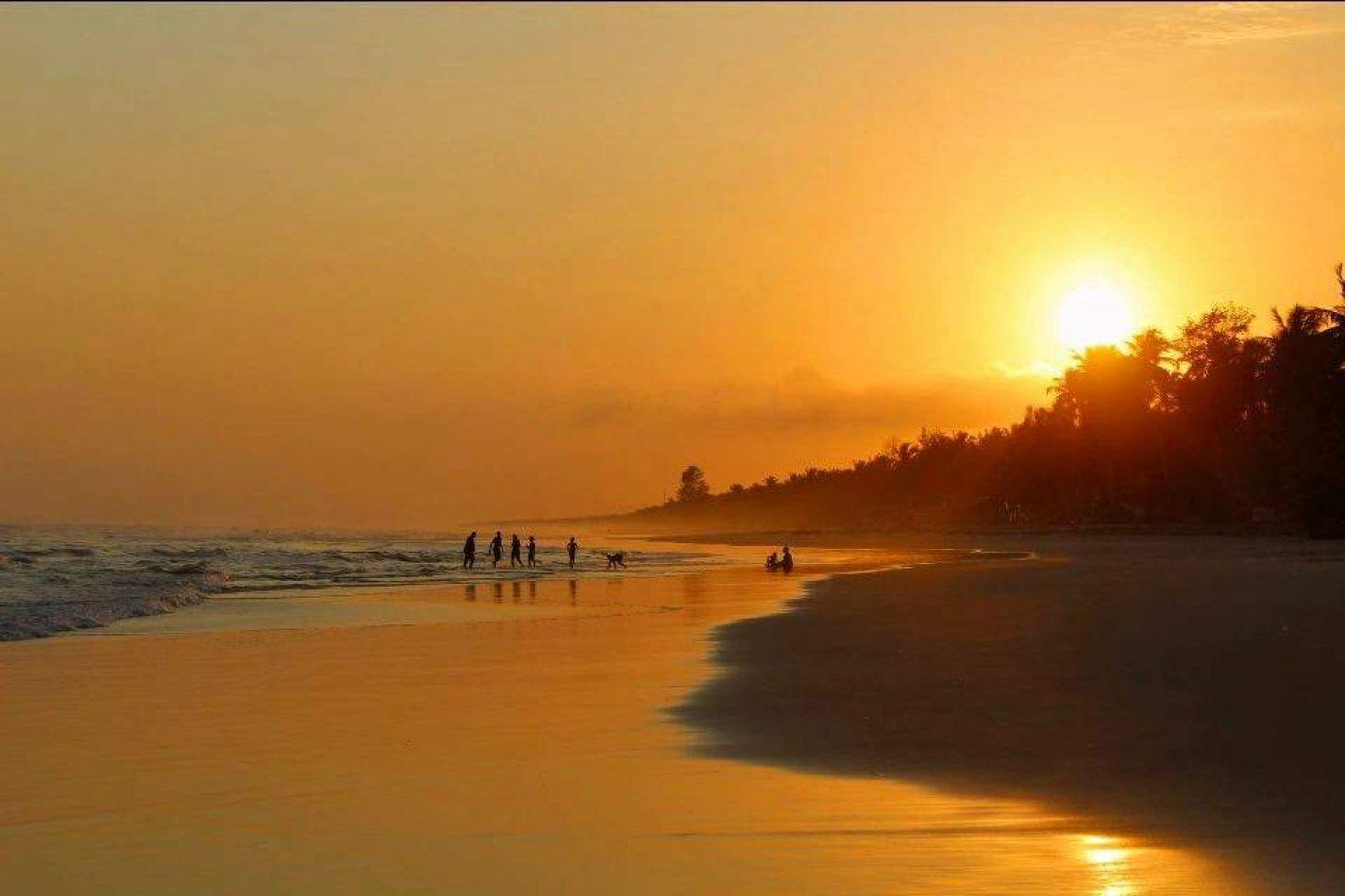 Hibiscus & Nomada : Ivory Coast - Sunset in Assinie