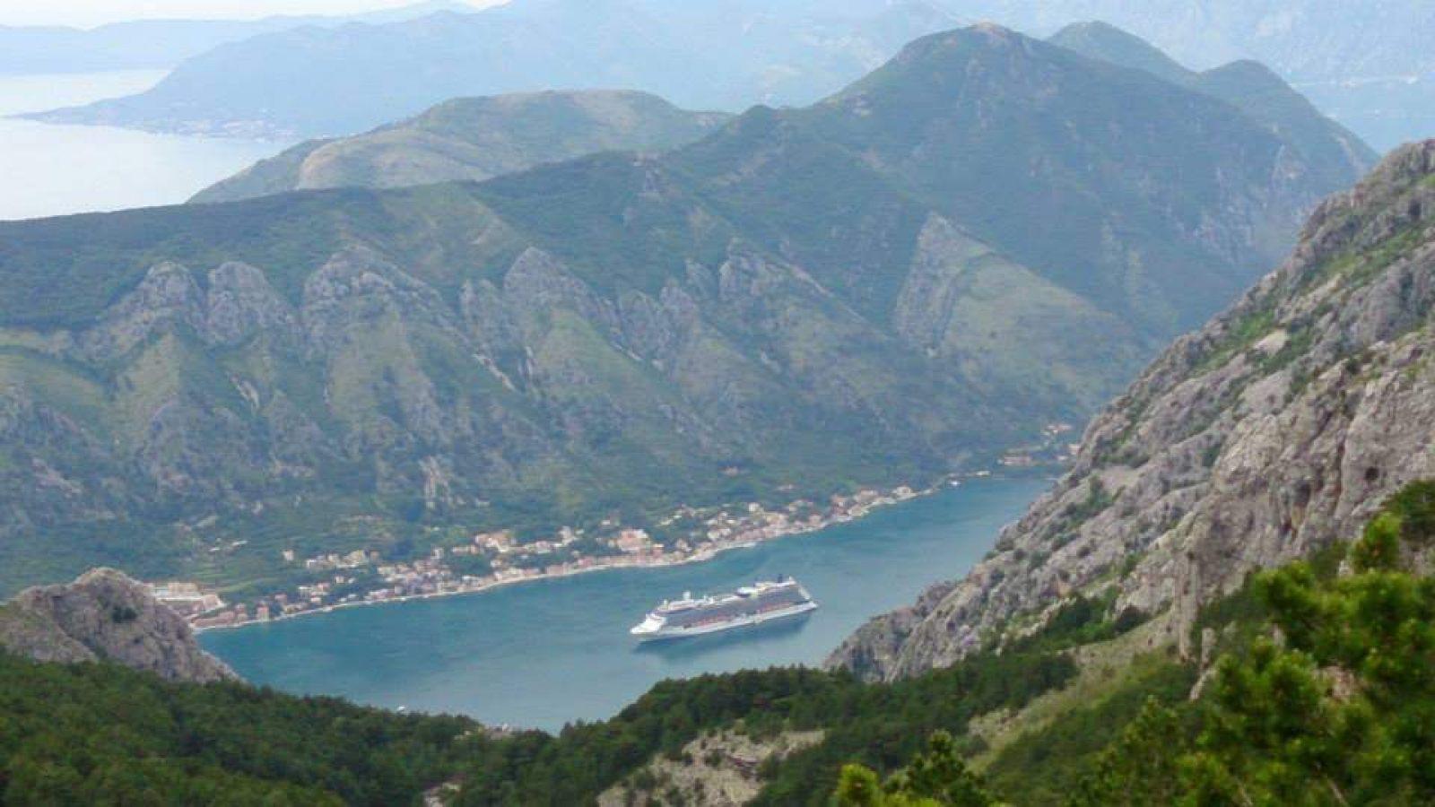 Hibiscus & Nomada : Montenegro