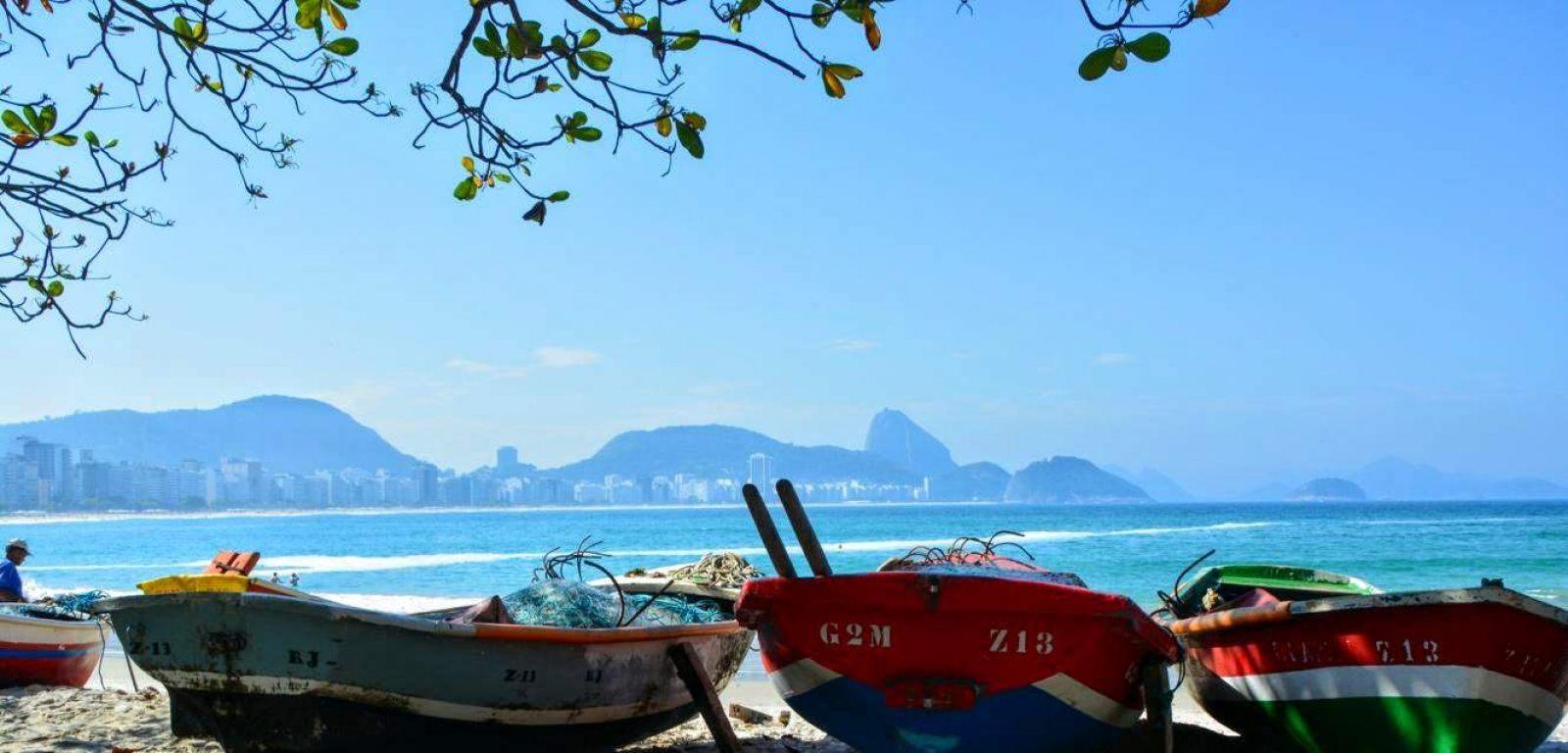 Hibiscus & Nomada : Brazil - Fisherman Copacabana Beach