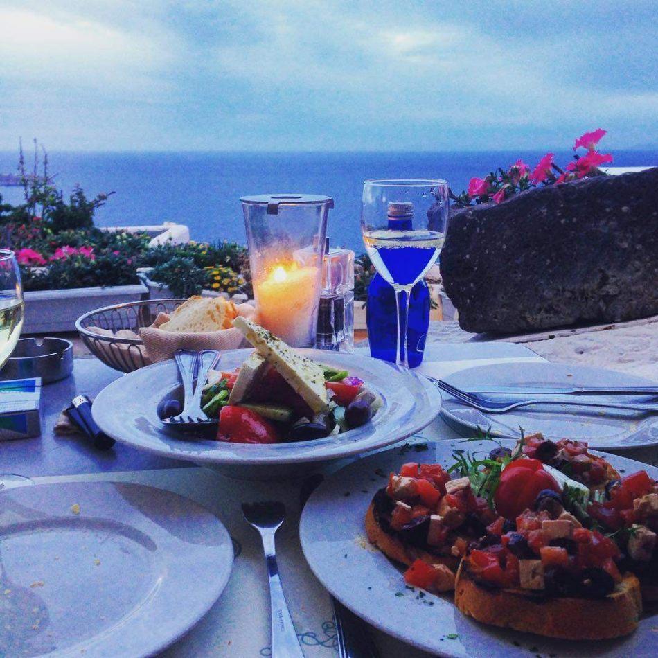 Hibiscus & Nomada : Santorini - Kastro Restaurant Oia