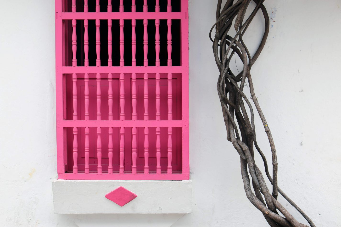 Anthony Ellis Photography: Antes del Refer� ndum - Pink Wooden Window