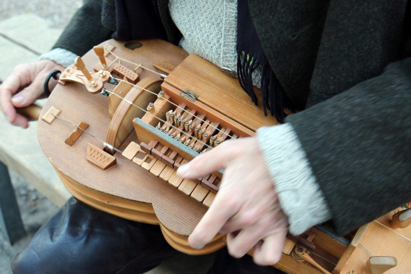 Anthony Ellis Photography: Das Ist - Hurdy-gurdy