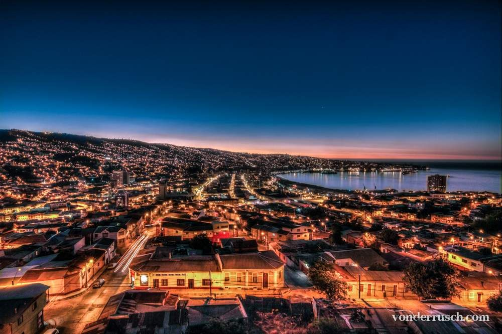 Valpara� so by Night Chile