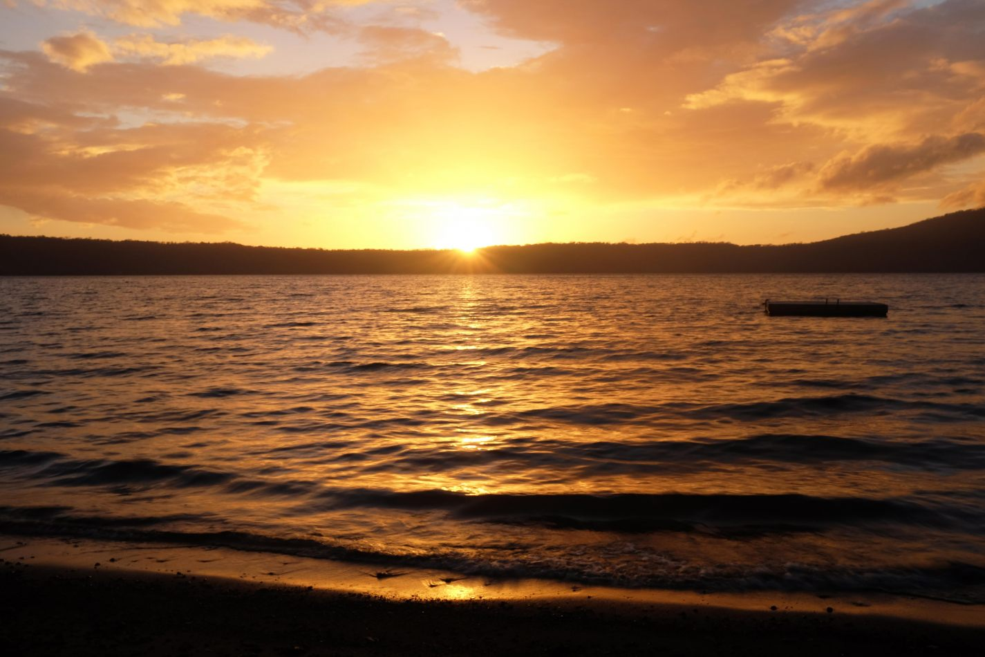 Hibiscus & Nomada : - - Sunrise at Laguna de Apoyo