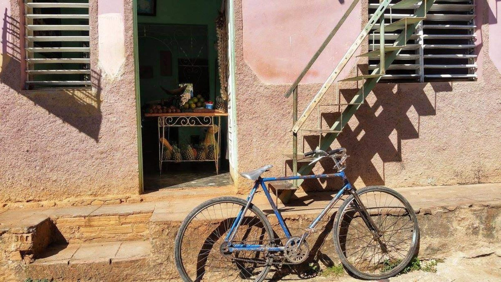 Hibiscus & Nomada : Cuba - Trinidad