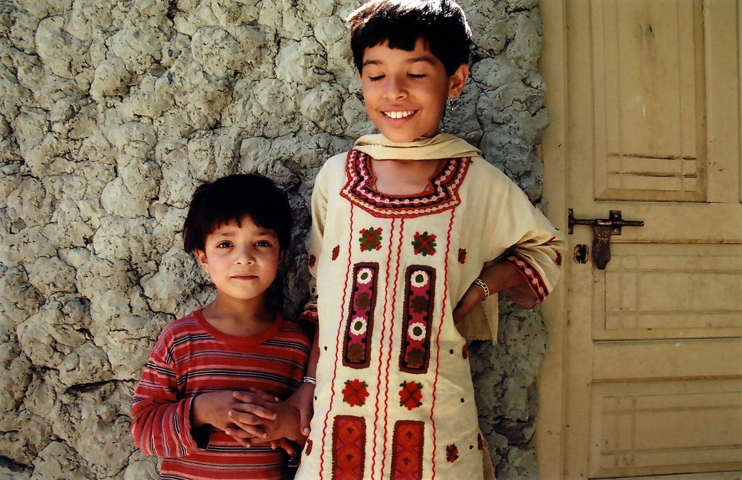 Anthony Ellis Photography: Zindabad - Two Girls in Altit