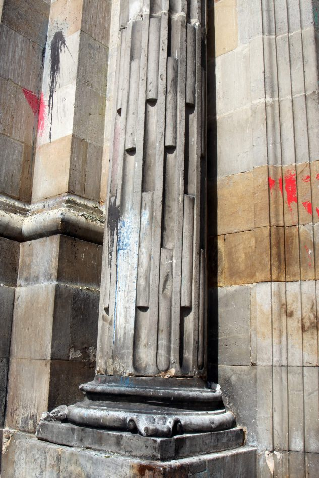 Anthony Ellis Photography: Antes del Refer� ndum - Paint Thrown at Walls