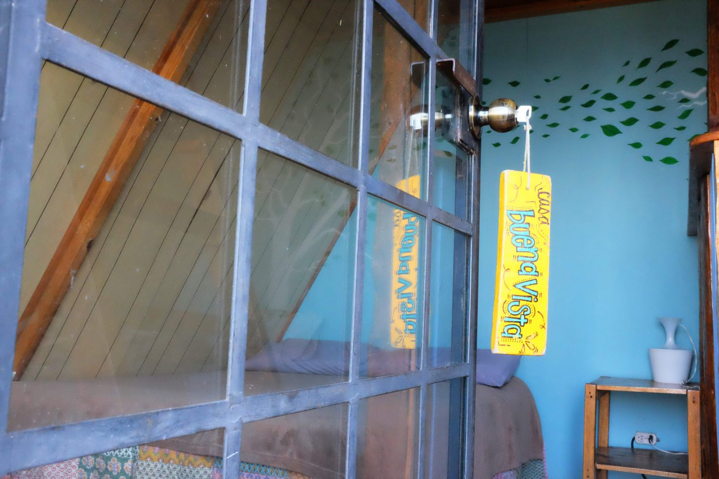 Hibiscus & Nomada : - - Earth Lodge