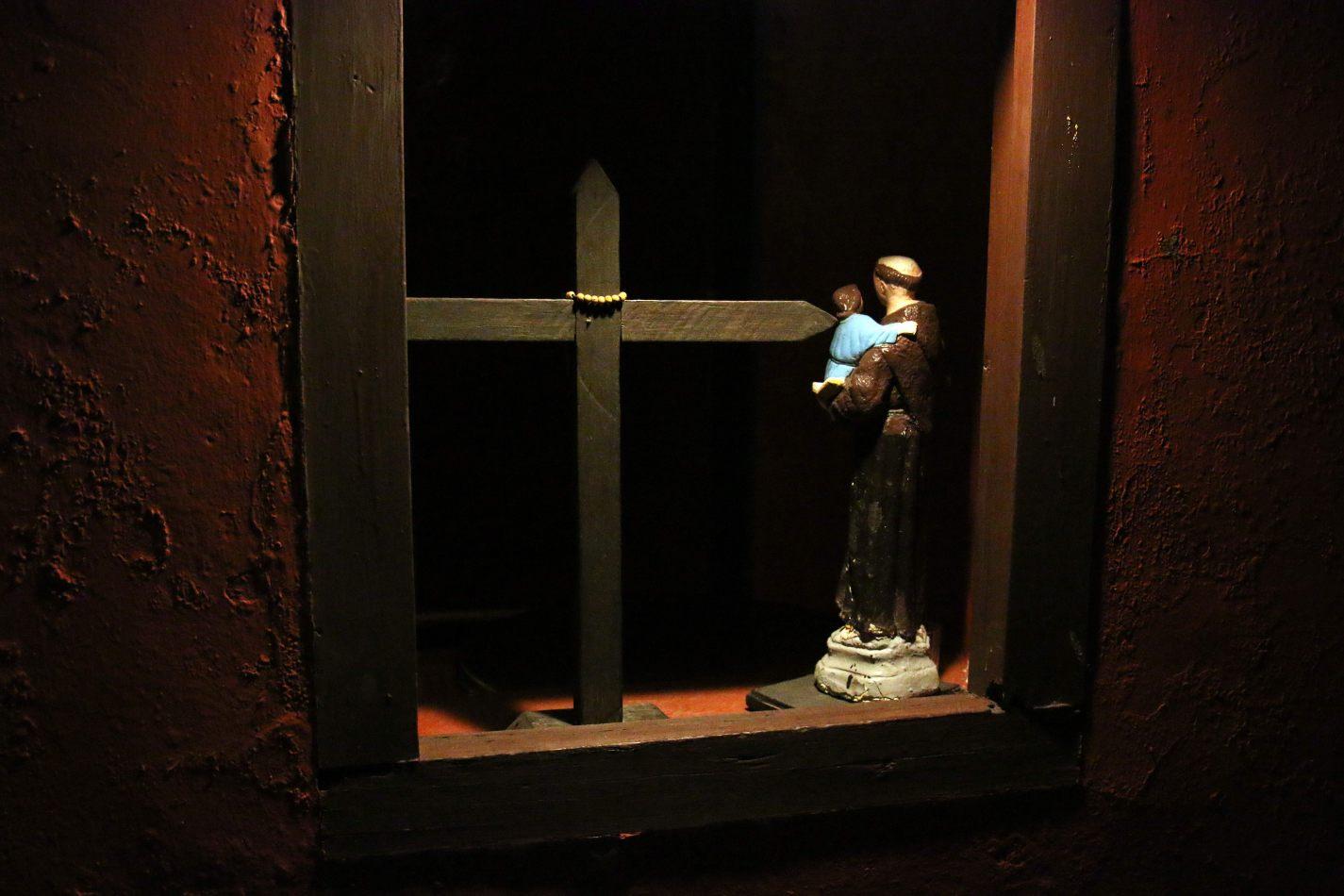 Anthony Ellis Photography: Small Sacrifices - Into the Dark