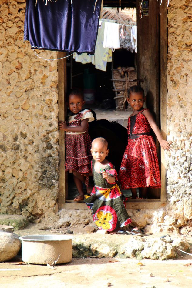 Anthony Ellis Photography: Mzungu - Children in Doorway