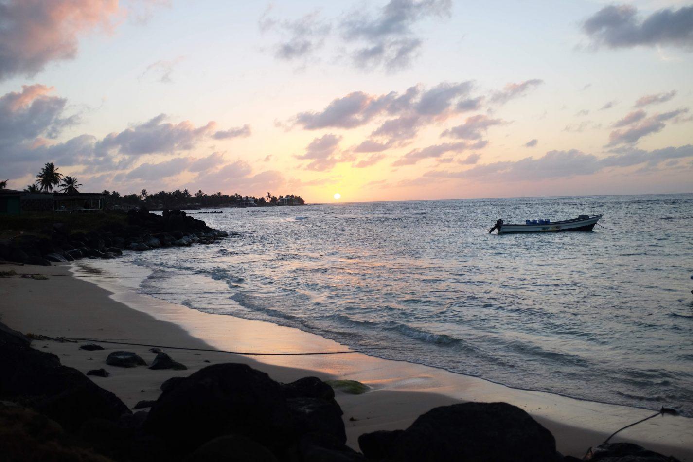 Hibiscus & Nomada : - - Sunset in Big Corn Island