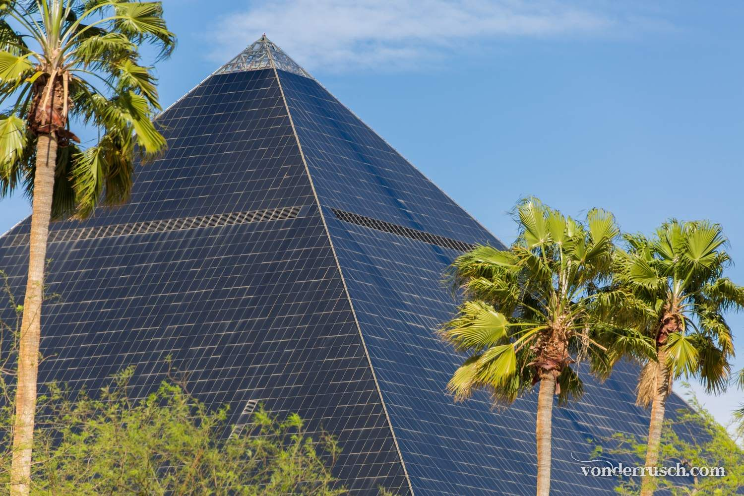 Glass Pyramid     Las Vegas USA