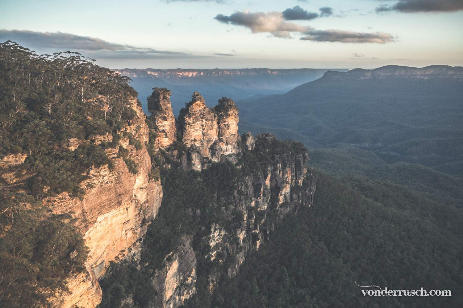Three Sisters Sundown     Blue Mountains Australia