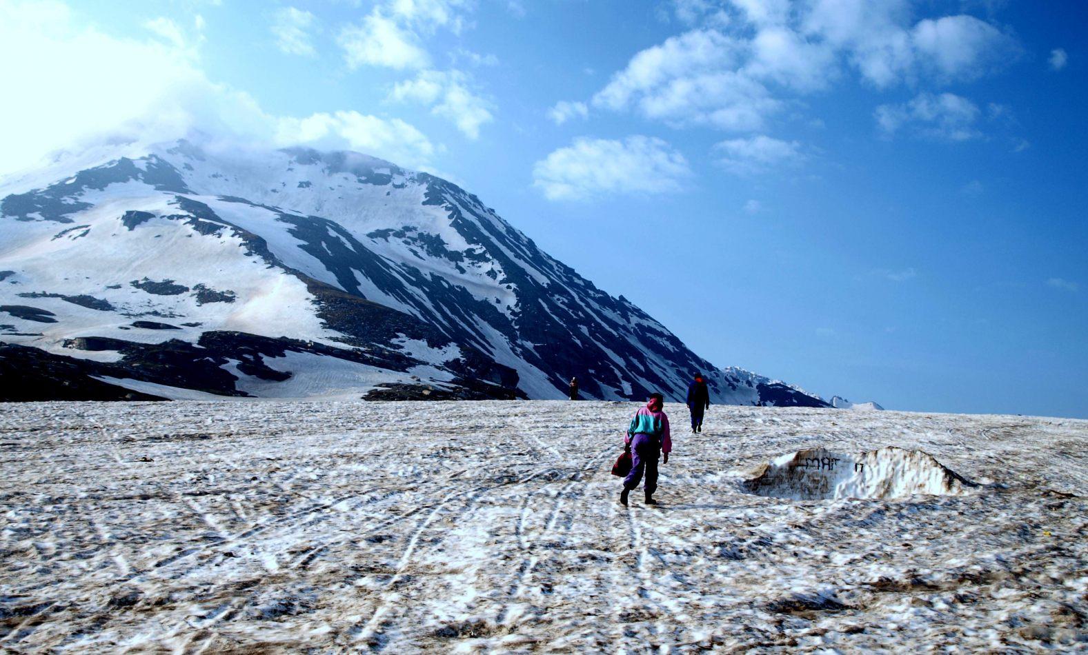 Hibiscus & Nomada : Rohtang Pass
