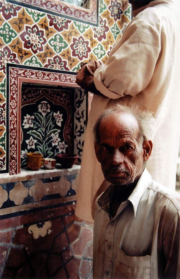 Anthony Ellis Photography: Zindabad - The Painters of Wazir Khan Mosque