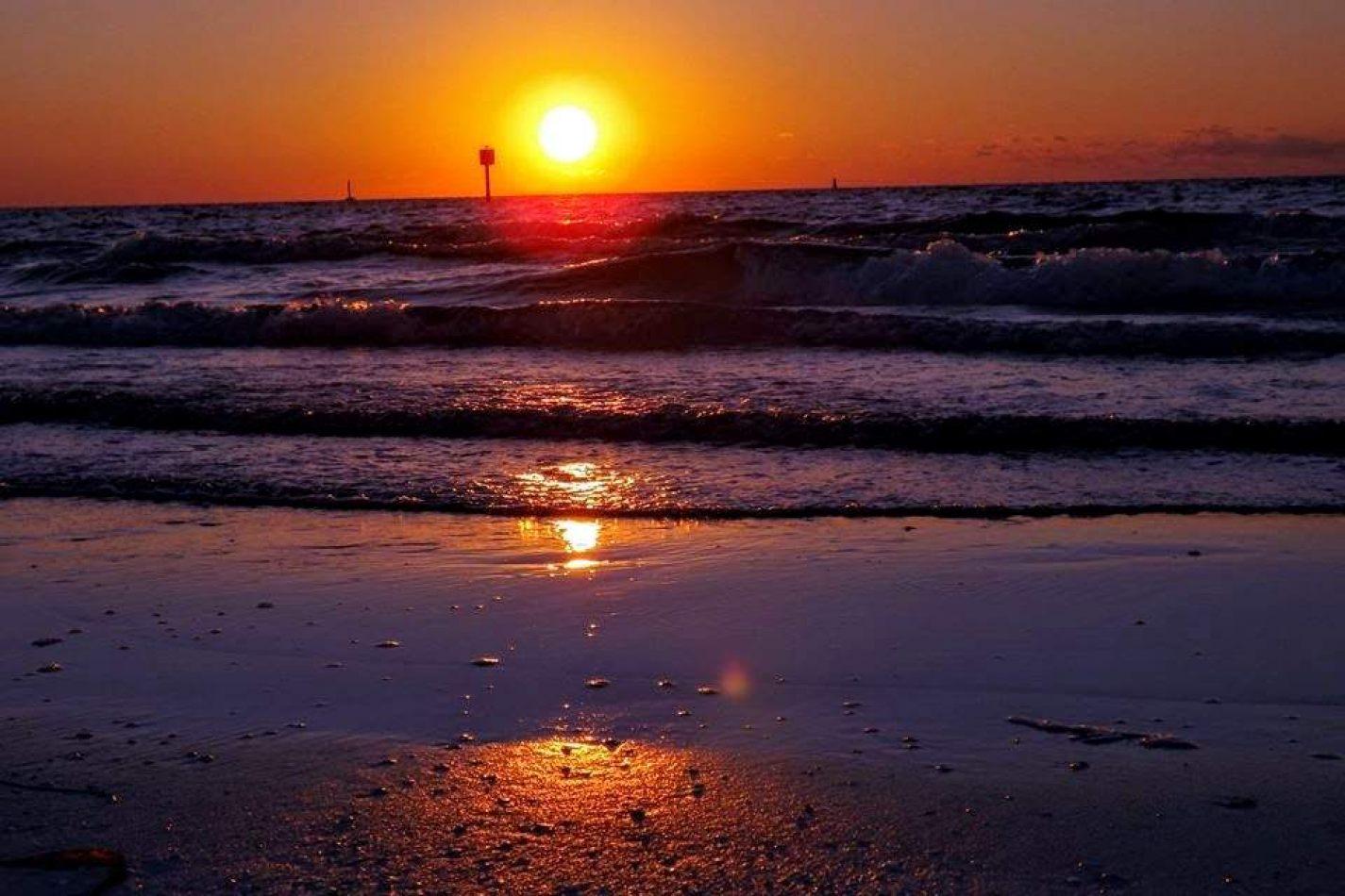 Hibiscus & Nomada : - - Voted Best Sunset in Florida