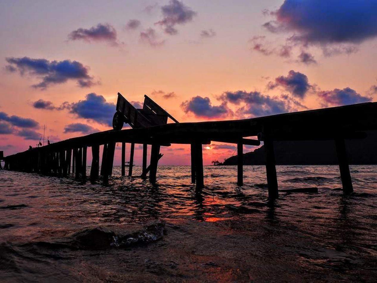 Hibiscus & Nomada : - - Koh Rong Island