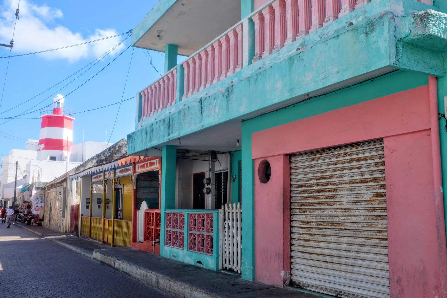 Hibiscus & Nomada : - - Streets of Isla Mujeres