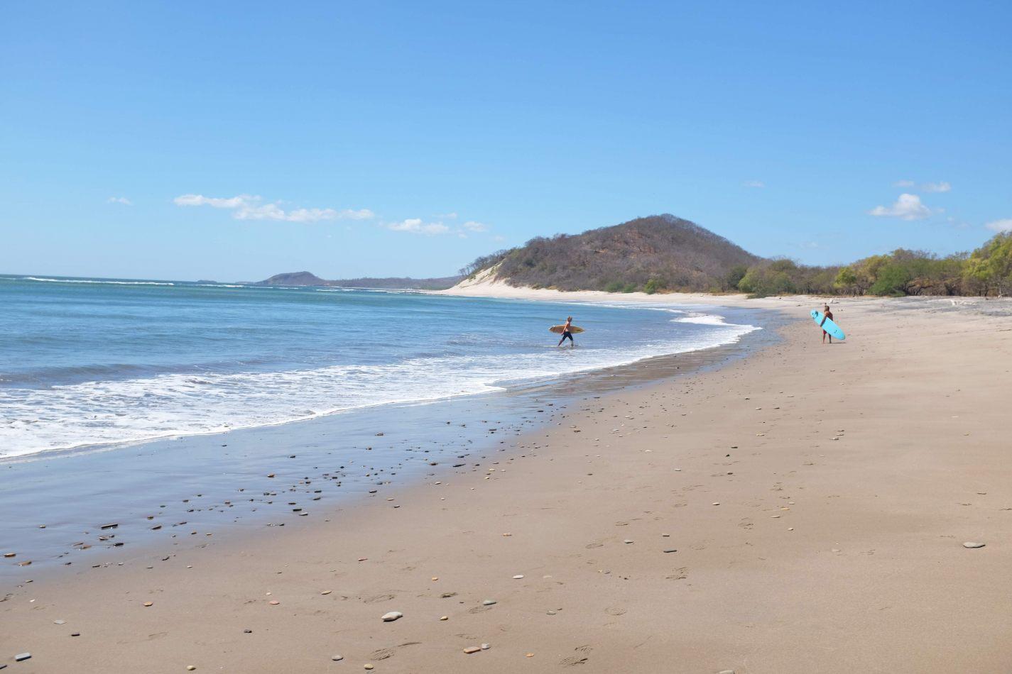 Hibiscus & Nomada : - - Surfers at Bahia Las Salinas