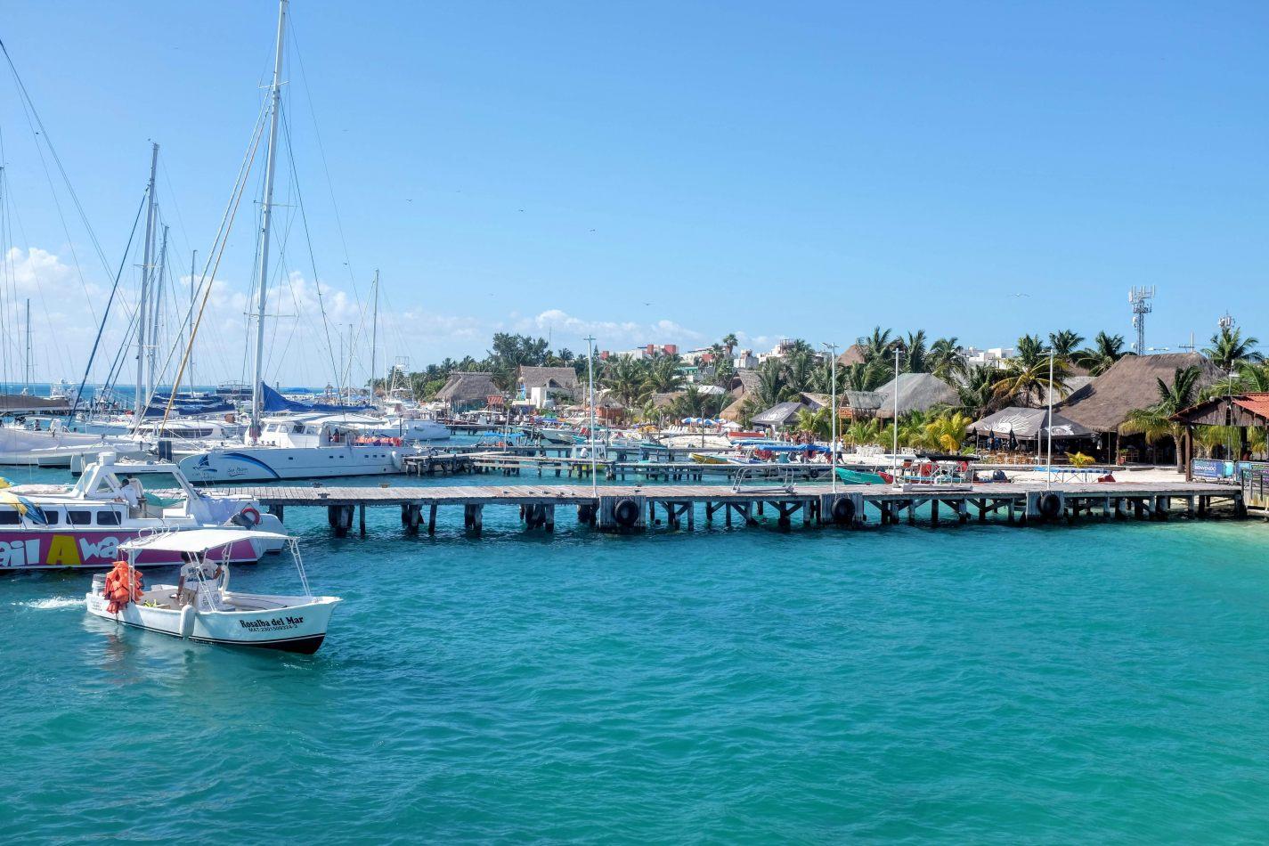 Hibiscus & Nomada : - - Ferry Port