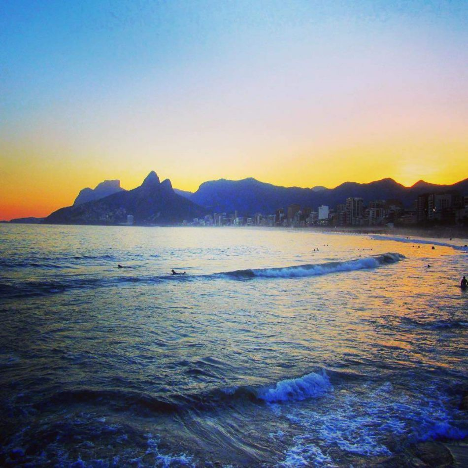 Hibiscus & Nomada : - - Ipanema Beach