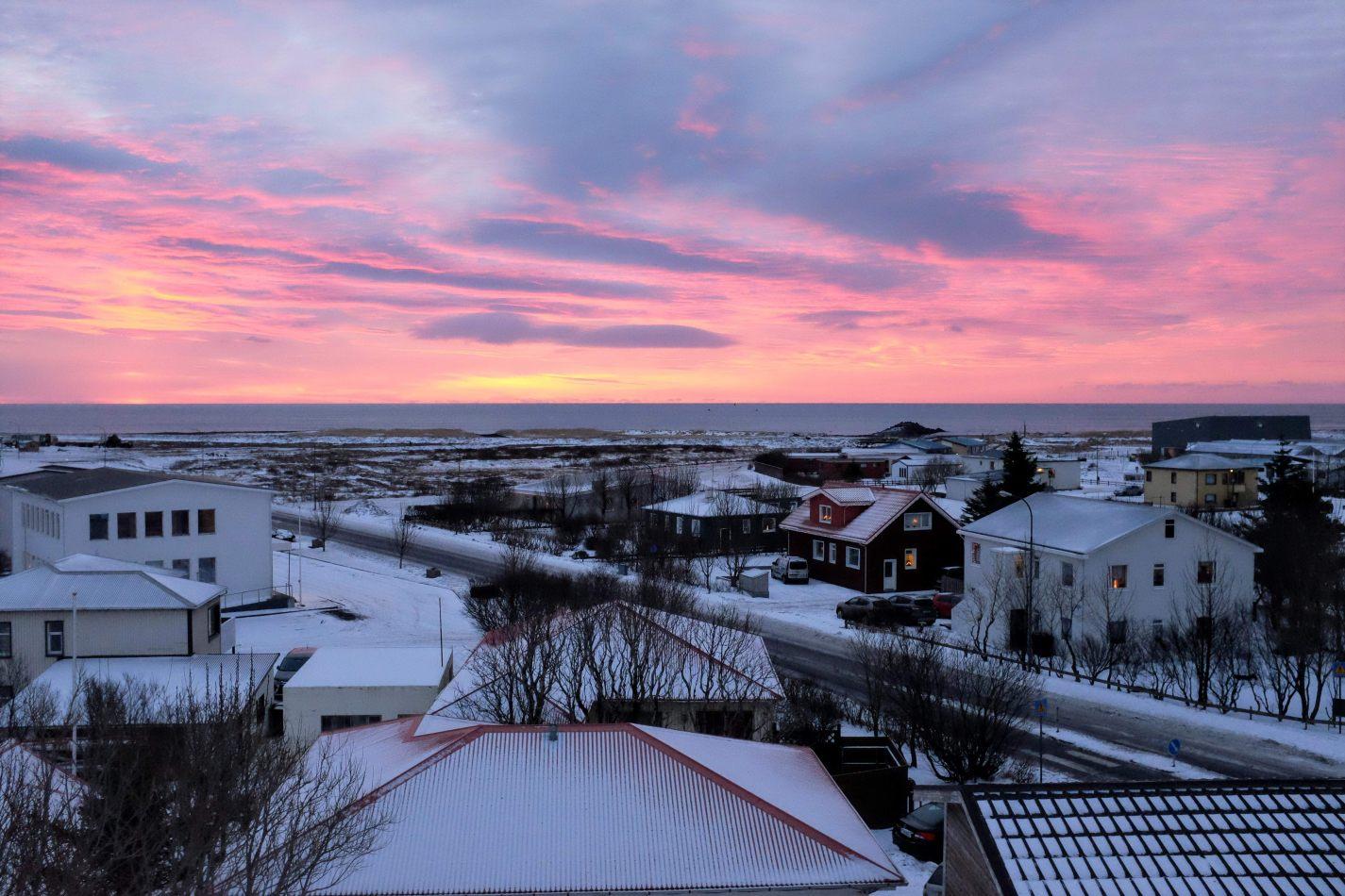 Hibiscus & Nomada : - - Sunrise in Vik