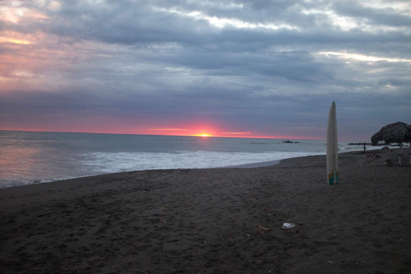 Hibiscus & Nomada : - - Sunset at Playa Roca