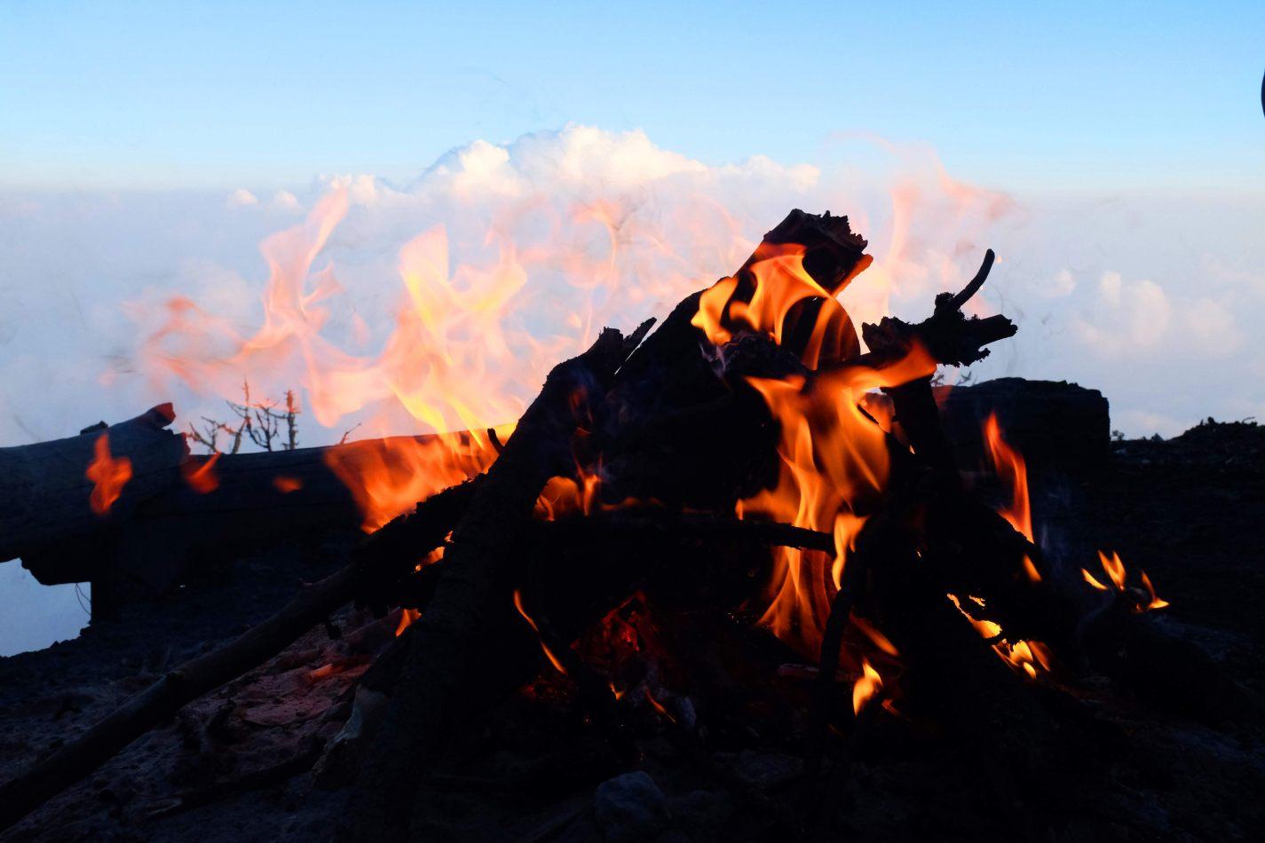 Hibiscus & Nomada : - - Bonfire at Basecamp
