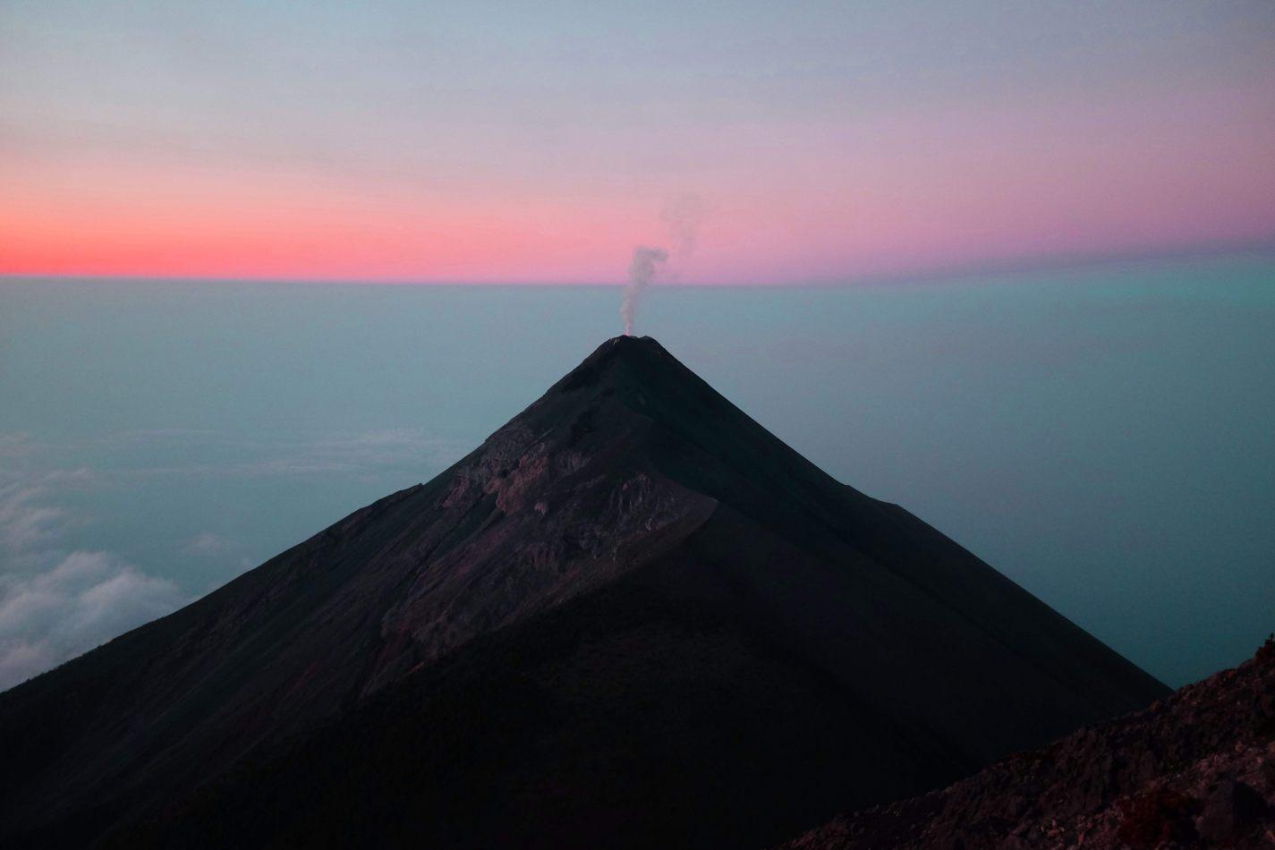 Hibiscus & Nomada : - - Sunrise at Acatenango