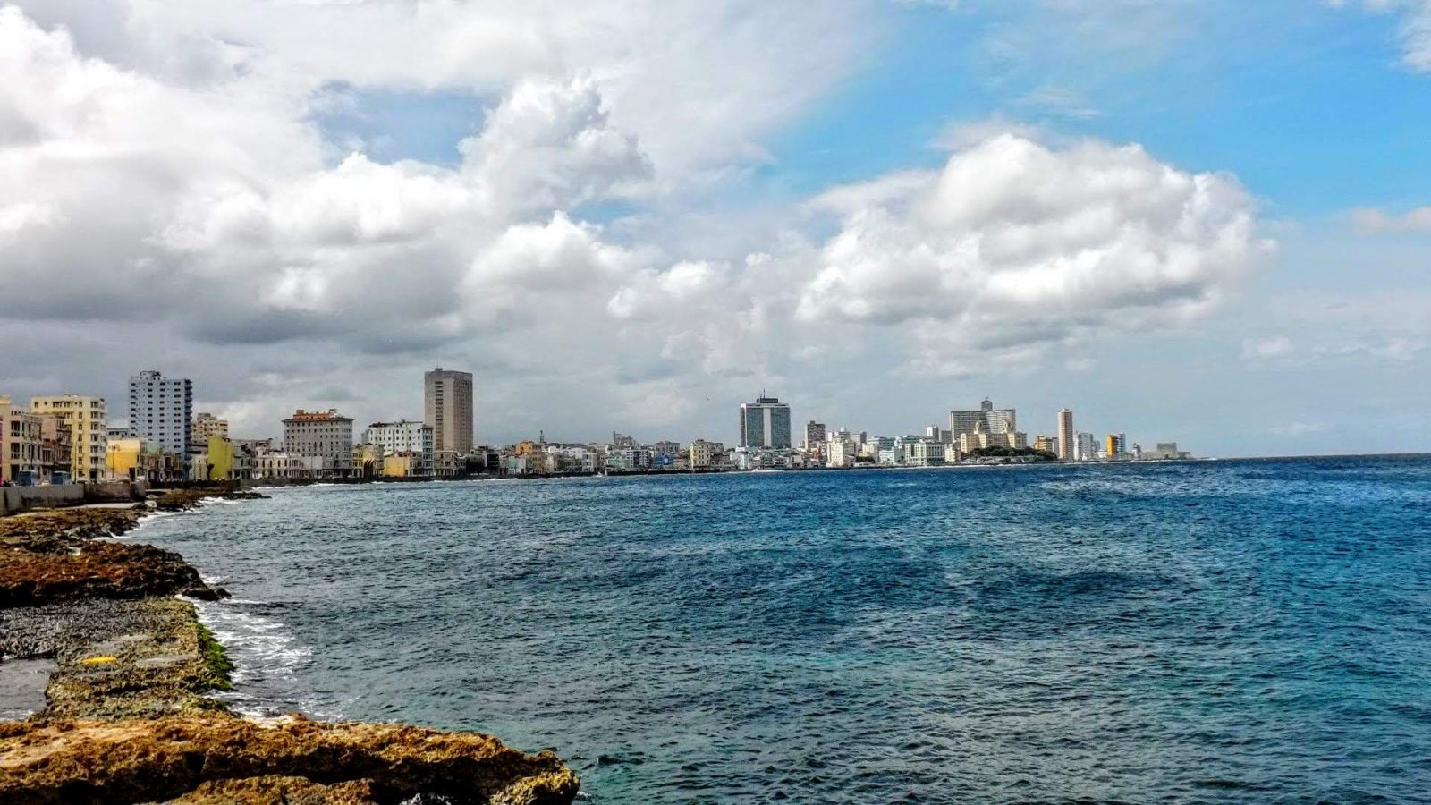 Hibiscus & Nomada : - - Malecon La Habana