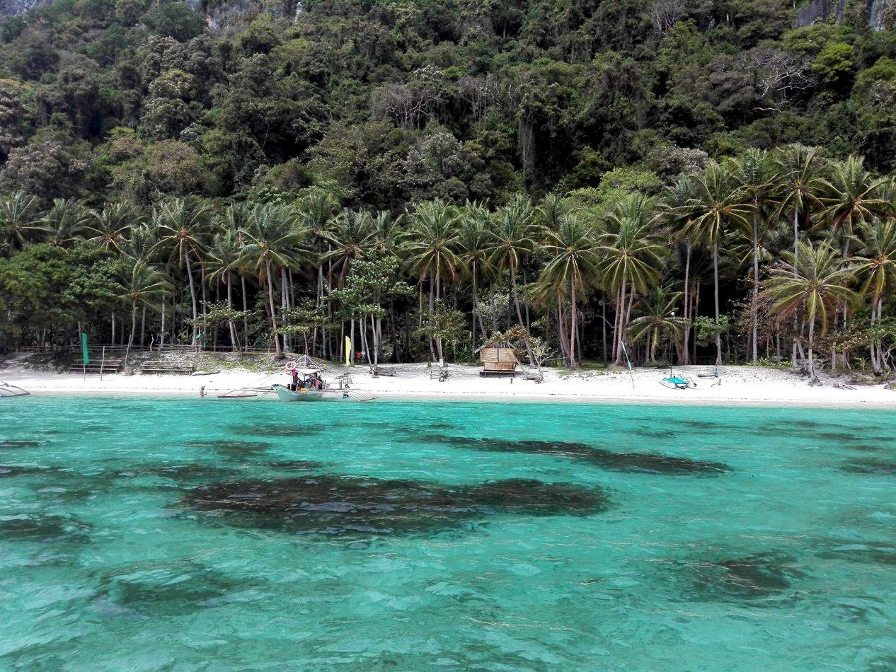 Hibiscus & Nomada : - - 7 Commando Beach, El Nido